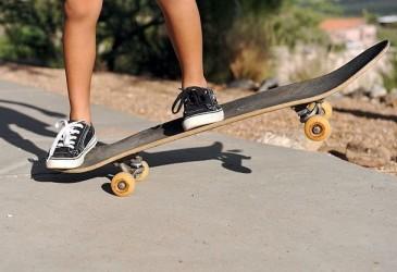 Почему у скейтборда скрипит подвеска?
